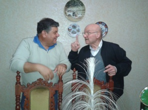 Julio Aquino (Izquierda), Don Omar (Derecha), en su casa de Mar del Plata, dandole consejos de como se debe llevar una vida saludable.